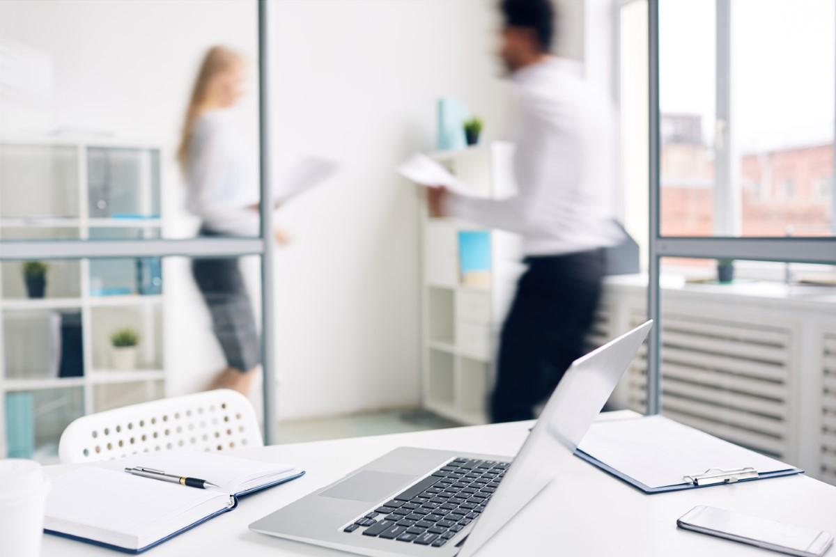 https://statusfinance.nl/wp-content/uploads/accountant-workplace.jpg
